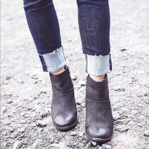 Blondo Nelli Waterproof Ankle Boots
